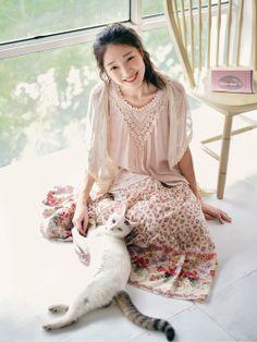 Mori Girl and kitty. so pretty and feminine! Japan Fashion, Kawaii Fashion, Moda Mori, Mori Girl Fashion, Womens Fashion, Forest Girl, Japanese Street Fashion, Mode Outfits, Grunge Outfits