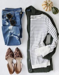 A cute casual outfit Look Fashion, Girl Fashion, Fashion Outfits, Womens Fashion, Fashion Trends, Fashion Bloggers, Petite Fashion, Curvy Fashion, 2000s Fashion