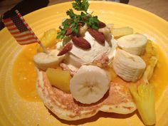 RonHerman cafe@MM Banana &Mango pancake!
