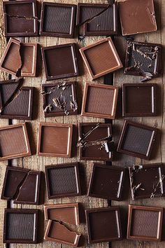 Food Photography: Chocolate Squares // Chocolate, Sweets, Candy, Overhead Shot, Natural Lighting, Wooden Background, Same Colour Palette