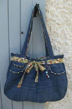 Best 12 Un nouveau sac . Denim Bags From Jeans, Blue Denim Jeans, Jean Crafts, Denim Crafts, Mochila Jeans, Diy Sac, Denim Handbags, Best Purses, Craft Bags