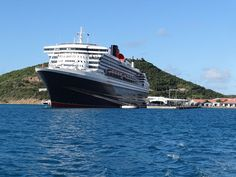 Queen Mary 2 docked in St. St Thomas Virgin Islands, Us Virgin Islands, Luxury Cruises, Luxury Travel, Cunard Cruise Line, Cunard Ships, St Thomas Usvi, Porto Rico, Famous Beaches