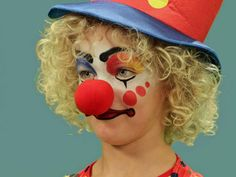 Your little one will be clowning around all Halloween with this classic clown look. Learn how to use makeup to create the look in less than 30 minutes. Clown Halloween Costumes, Halloween Carnival, Halloween Make Up, Girl Clown Costume, Trendy Halloween, Halloween Outfits, Maquillage Halloween Zombie, Clown Makeup Tutorial, Clown Face Paint