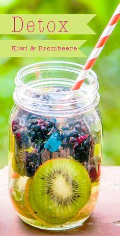 Detox-Drinks sind schnell gemacht und erfrischen deinen Körper mit Nährstoffen während deiner Detox-Tage http://www.evidero.de/detox-drinks-selber-machen