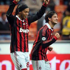 Ronaldo de Assis Moreira @ronaldinhooficial:  @pato @acmilan