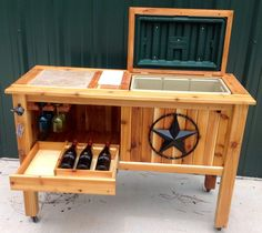 Diy Wood Patio Deck Cooler Stand 40 Ideas For 2019 Deck Cooler, Wood Cooler, Pallet Cooler, Cooler Stand, Outdoor Cooler, Diy Wood Projects, Home Projects, Wooden Ice Chest, Woodworking Plans
