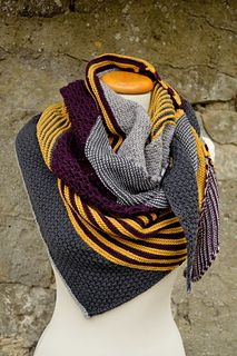I'm going to make this in Ravenclaw colors! /// Ravelry: HerbstStück pattern … I'm going to make this in Ravenclaw colors! /// Ravelry: HerbstStück pattern by knitcats Design Cowl Scarf, Knit Cowl, Knitted Shawls, Knitted Blankets, Knit Crochet, Knitting Patterns Free, Free Knitting, Baby Knitting, Knitting Scarves
