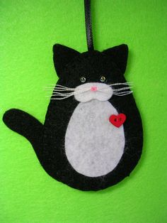 Black and White Tuxedo Cat Ornament Felt Christmas Ornaments, Handmade Ornaments, Christmas Cats, Christmas Projects, Handmade Christmas, Holiday Crafts, White And Black Cat, White Tuxedo, Needle Felted