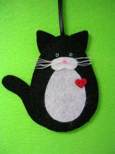 Black and White Tuxedo Cat Ornament Felt Christmas Ornaments, Handmade Ornaments, Christmas Cats, Christmas Projects, Handmade Christmas, Holiday Crafts, White And Black Cat, White Tuxedo, Needle Felted