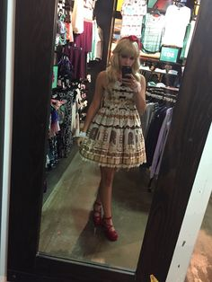 Just out at the mall. Blouse-less, sock-less. Fight me. JSK: Angelic pretty  Wig: Lockshop Shoes: Bodyline