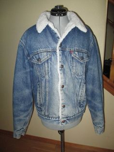 Vintage LEVIS SAN FRANCISCO Sherpa Lined Denim Jean Trucker Jacket USA size 44L