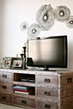 decorating around a flatscreen