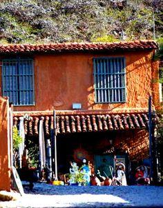 Artes Taguantar, Isla de Margarita, Venezuela venta de artesanía popular.