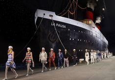 Chanel og Karl Lagerfeld viste sin Cruise 19'-kolleksjon i Paris - Melk & Honning