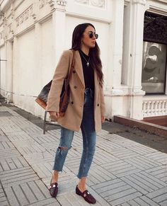 Tendance Chaussures 2018 : Description Find Out Where To Get The Coat Casual Business Look, Business Casual Outfits, Chic Outfits, Trendy Outfits, Fashion Outfits, Ropa Semi Formal, Look Fashion, Winter Fashion, Mode Ootd