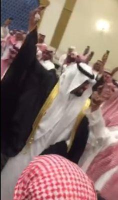 """عريس هلالي يرقص على أهازيج """"صدارة بس"""" في حفل زفافه  #احتفال #حفل_زفاف #دوري_جميل #رقص #مقطع_فيديو #نادي_الهلال"""