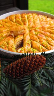 Ухае на ...: ЛЕСНО Е ДА СИ НАПРАВИМ ОРИЕНТАЛСКА БАКЛАВА Bulgarian Desserts, Bulgarian Recipes, Bunny Bread, Delicious Recipes, Yummy Food, Christmas Cookies, Food To Make, Waffles, Kitchen Decor
