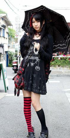 HANGRY & ANGRY Coordinate // http://tokyofashion.com/hangry-angry-dress-parasol-h-naoto-choker/