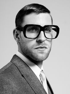 Ozeal Glasses is one of the top glasses online shops worldwide. For UK friends, Ozeal Glasses UK provides high quality & cheap glasses. Ray Ban Sunglasses Sale, Trending Sunglasses, Autos Ford, Fashion Identity, Eyewear Trends, Oversized Glasses, Wearing Glasses, For Your Eyes Only, Face Photo