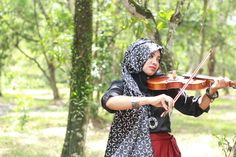 a girl with the violin