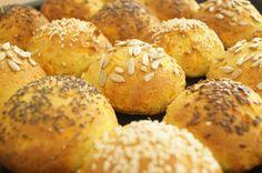 Bløde, saftige gulerodsboller - glutenfri og low carb. Perfekt til både madpakken og morgenbordet for dig, der lever efter low carb eller LCHF principperne.