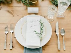 Classy White Wedding Inspiration for Winter