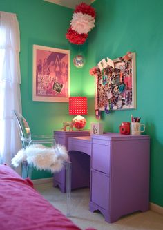 """Teen Room Refresh! Going from little girl to big kid? Turn to Home Goods for fun accessories! The faux fur on this chair glams up the space. Everyone loves this fun pom lamp, and the """"selfie"""" mug is used as a pencil holder on this desk. Perfect! {Sponsored}"""