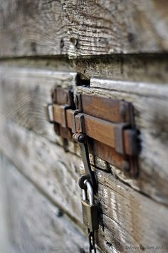Old rusted iron lock Knobs And Knockers, Door Knobs, Door Handles, Rustic Hardware, Key Lock, Vintage Keys, Bathroom Doors, Old Doors, Door Locks