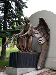 ★★We pin awesomeness!★★ Our Lady of the Snows ~ Montreal, Quebec Cemetery Angels, Cemetery Statues, Cemetery Art, Angel Statues, Angels Among Us, Angels And Demons, Monuments, I Believe In Angels, Mystique