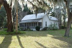 """Classic Florida """"cracker"""" architecture, Evinston (1-2009) ~ we have some beauties here, and one very similar to this; I just need to get my camera out and take some pictures while they're still around"""