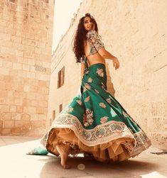 Katrina Kaif in Bharat Mode Bollywood, Bollywood Fashion, Desi Wear, Dress Indian Style, Indian Dresses, Indian Wedding Outfits, Indian Outfits, Emo Outfits, Indian Attire
