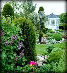 Den vackraste tiden på året   Det är mellan hägg och syren   Då står hela naturen i blomning   Och spelar sin bästa scen   När s... Syren, Garden Borders, Front Yard Landscaping, Beautiful Gardens, Landscape Design, Bloom, Flowers, Plants, Outdoor Ideas
