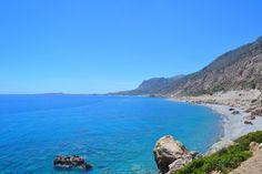 Matka Sandy Beachille kulkee Paleohoran läpi näin upeissa rantamaisemissa. #Paleohora #Kreeta #Kreikka #Aurinkomatkat #Aurinkomatkalla
