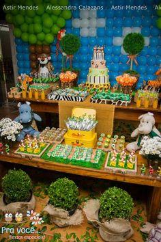23 Clever DIY Christmas Decoration Ideas By Crafty Panda Safari Theme Birthday, Animal Birthday, 1st Birthday Parties, Jungle Party, Safari Party, Baby Party, Butterfly Garden Party, Animal Party, Baby Shower Themes