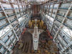 Space Shuttle Abandoned hangar at the Baikonur Cosmodrome in Kazakhstan - Ralph Mirebs, an urban explorer and photographer in Russia, has revealed extraordinary photos of Soviet space shuttle prototypes gathering dust in an abandoned hangar in Kazakhstan. Abandoned Ships, Abandoned Buildings, Abandoned Places, Wow Image, Photos Rares, Secret Space, Space Race, Space Program, Expositions