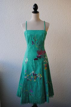 The most beautiful summerdress with embroidery allover 299 SEK.  http://www.jerikascorner.se/klanning/222-0