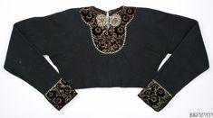 Spedetröja i ullgarn, dekorerad med sammetsband och silverbucklor; Bara, 1800-tal. Malmö Museer, nr MM 001531
