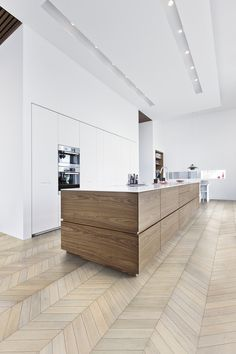Love the white open kitchen in combination with the wooden elements and flooring. It's the Chevron White - Chevron Collection. (Source: Kährs - Quality in wood since 1857)
