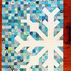 This christmas quilts is unquestionably an impressive style concept. Star Quilts, Scrappy Quilts, Snowflake Quilt, Snowflakes, Patch Quilt, Quilt Blocks, Two Color Quilts, Charm Quilt, Winter Quilts