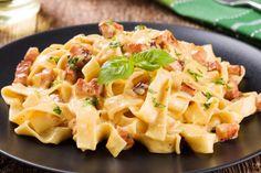 Linguine sauce carbonara et morceaux de bacon croustillants - Recettes - Recettes simples et géniales! - Ma Fourchette - Délicieuses recettes de cuisine, astuces culinaires et plus encore!