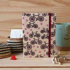 Para as amantes das magrelinhas charmosas como eu, uma agenda muito fofa, lá na loja www.ateliefofurices.iluria.com⠀ ⠀ #agenda #2017 #agenda2017 #papelaria #presente #natal #feitoamao #handmade #organizacao #organizar #Flores #flowers #artesanal #artesanato #ateliefofurices #fofura #fofurices #bike #bicicleta
