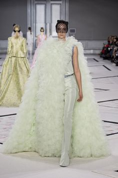 giambattista-vali-couture-spring2015-runway-42