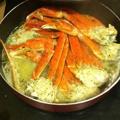 Crab Legs with Garlic Butter Sauce seafood Crab Dishes, Crab Recipes, Seafood Boil Recipes, Cajun Seafood Boil, Recipies, Boiled Food, Crab And Lobster, Good Food, Yummy Food