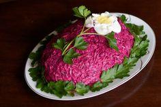 Russian Herring Under Fur Coat Salad Recipe - Shuba or Seledka Pod Shuboi: Russian Shuba Salad Beet Recipes, Salad Recipes, Yummy Recipes, Paella, Cetogenic Diet, Appetizer Recipes, Appetizers, Mezze, Party