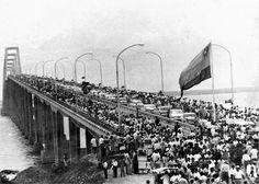 """Inauguración del puente """"General Rafael Urdaneta"""" sobre el lago de Maracaibo, 1962. / Opening the bridge """"General Rafael Urdaneta"""" on Lake Maracaibo, 1962."""