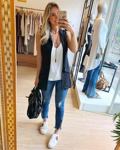 Maxi colete deixa o look super lindo ? Cool Outfits, Casual Outfits, Fashion Outfits, Womens Fashion, Look Casual, Casual Chic, Work Fashion, Fashion Looks, Look Jean