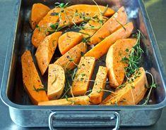 Bataattilohkoja seesami-hunajakastikkeessa - Hunajainen Sam Oy I Love Food, Carrots, Food And Drink, Potatoes, Yummy Food, Dinner, Vegetables, Cooking, Koti