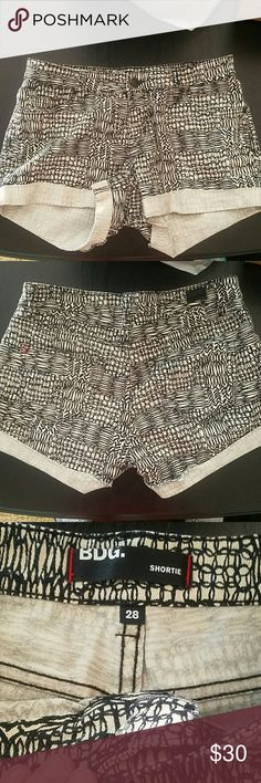 Black and white shorts size 28 Black and white shorts size 28 from urban outfitters brand BDG in excellent condition. Super stretchy and mid rise Urban Outfitters Shorts Jean Shorts