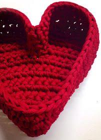 Free pattern in Finnish; will need translation Crochet Fabric, Fabric Yarn, Crochet Books, Crochet Home, Crochet Yarn, Crochet Flowers, Crochet Stitches, Crochet Patterns, Crochet Hearts