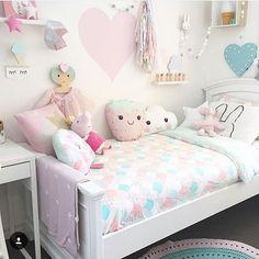 Super sweet kids bedroom with pink interiors. Baby Bedroom, Girls Bedroom, Bedroom Decor, Bedroom Ideas, Pastel Bedroom, Bedroom Rugs, Childrens Bedroom, Pink Bedrooms, Kawaii Bedroom